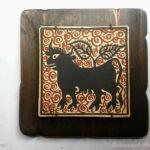 Regalo Socarrat con la figura de un toro que le sale el árbol de la vida del lomo-