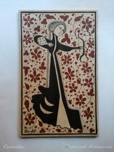 Socarrat tradicional valenciano con una dama arquera, símbolo de la fortaleza de la mujer.
