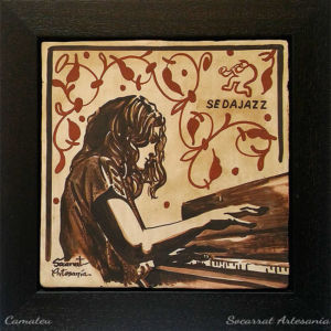 Socarrat Artesanía. Retrato personalizado de una pianista de jazz. Sedajazz. Realizado con la técnica del socarrat