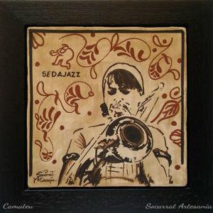 Socarrat Artesanía. Retrato personalizado de una trombonista de jazz. Sedajazz. Realizado con la técnica del socarrat